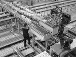 pracownik w fabryce