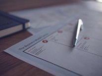 dokumenty, papiery na stole